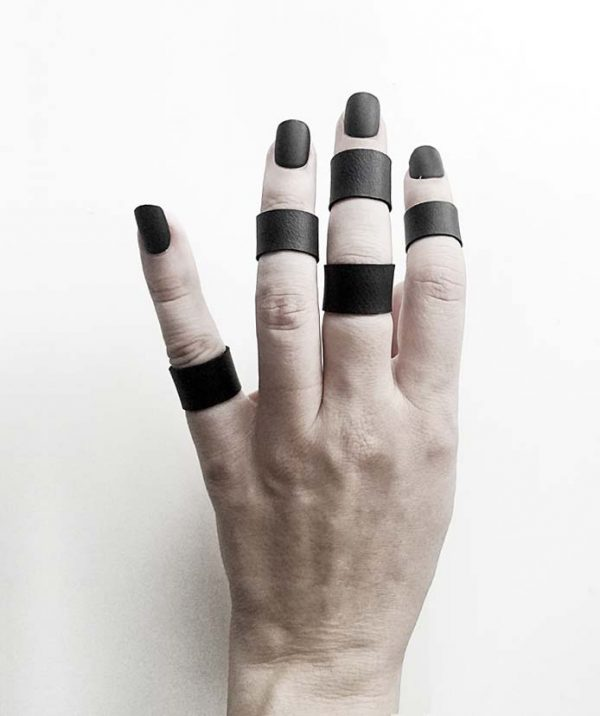 tiny-black-matte-vegan-rannka-ring