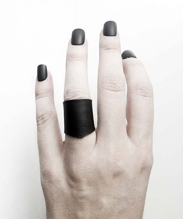 regular-pointy-unisex-black-vegan-rannka-ring