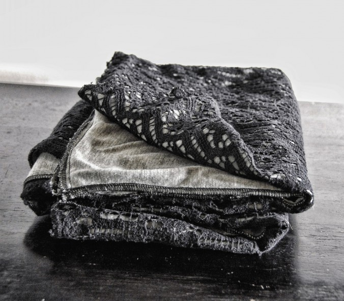 Mist Blanket scarf black lace