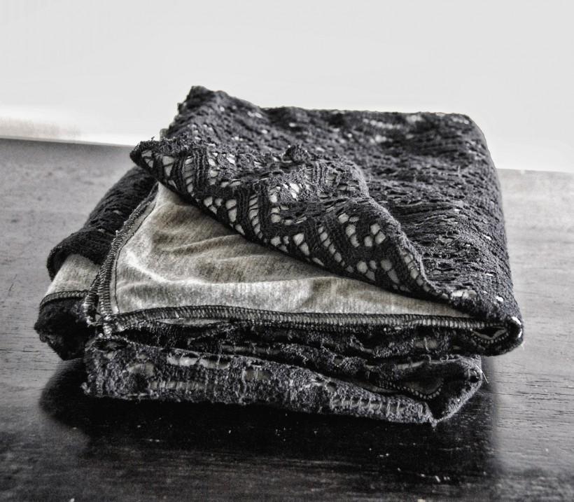 Mist Blanket scarf black lace