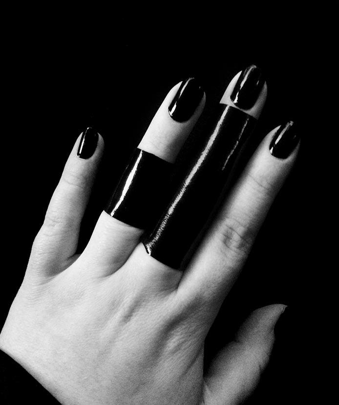 black-latex-rannka-ring-set