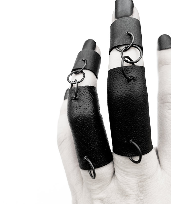 rannka-bondage-pierced-double-rings-iron-leather-punk-rock