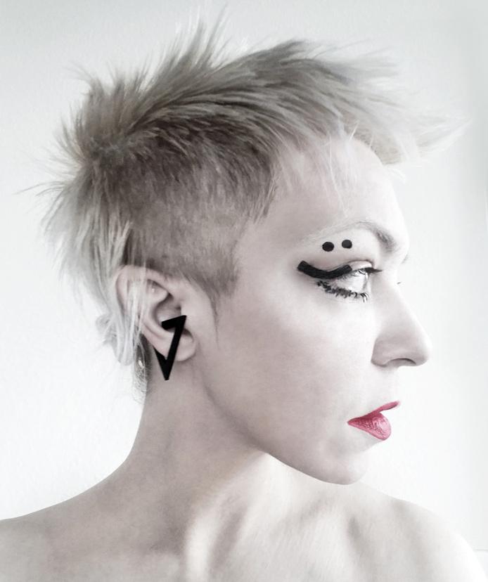 abrax-collection-rannka-unisex-black-triangle-earring-cuff