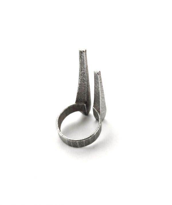 silver–sturdy-steel-rannka-tusks-unisex-armor-ring