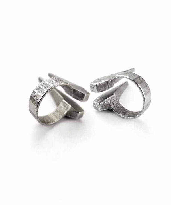 tusks-rannka-statement-silver-steel-ring-details