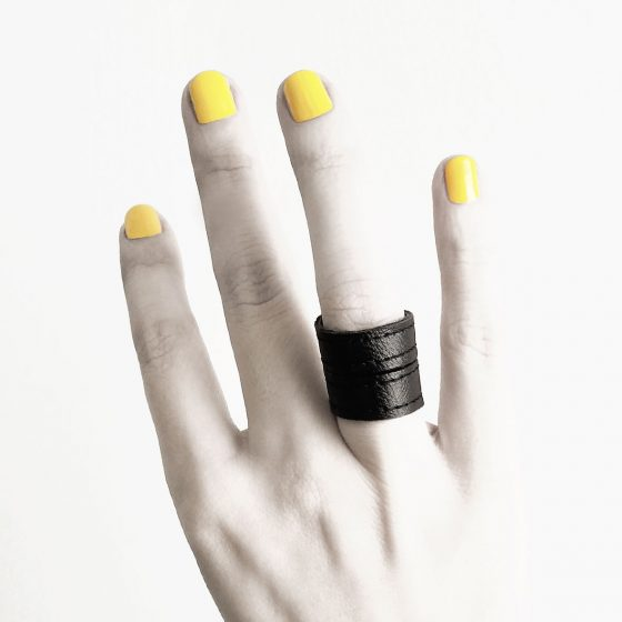 TOWER-RING-BLACK-RING-BAND-LEATHER-RANNKA-RINGS