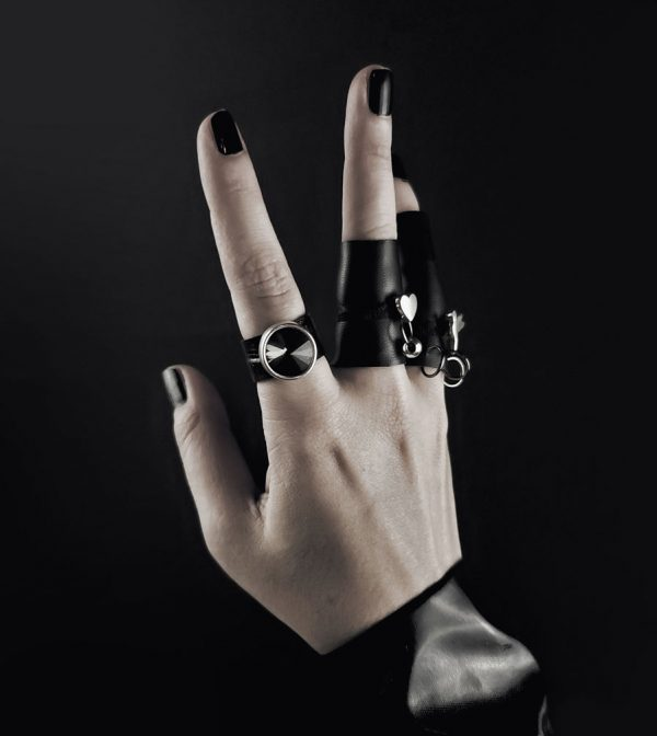 Shadow-Rock,-Black-Swarovski–Armor-collection-rannka-ring-band