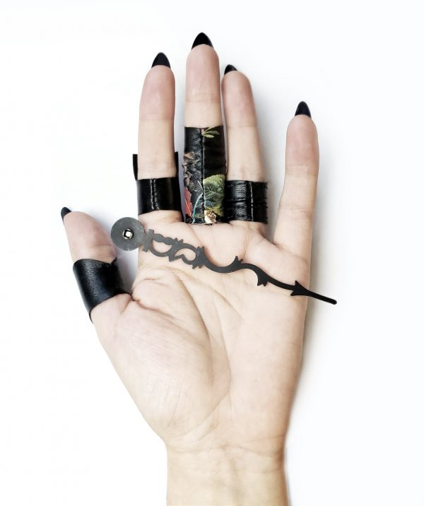 extgra-long-serpentine-black-metal-drop-earrings-rannka
