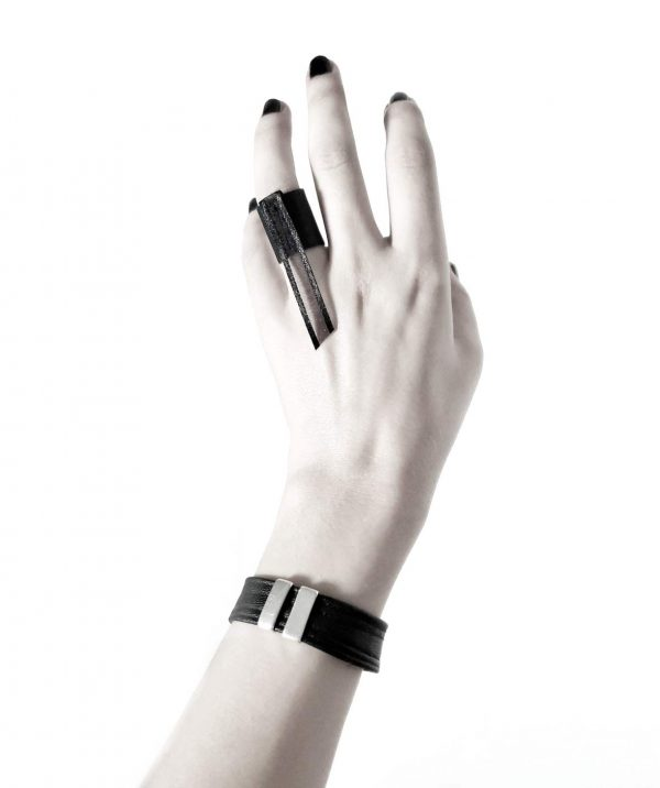 long-wasp-ring-black-vegan-leather-rannka-unisex-ring-armor-collectionl