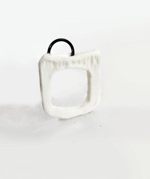 iron-resin-ring-black-white-rannka-art-ring-contemporary-art-jewelry