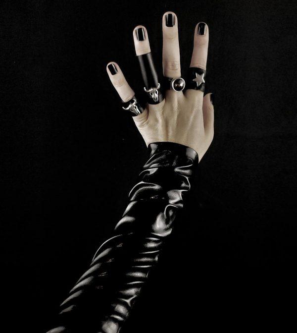 rannka-armor-rings-silver-metal-skulls-swarowski-diamond-blakc-leather-rings-vegan