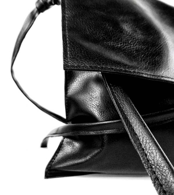 urban-black-vegan-Rannka-crossbody-shoulder-bag-detail