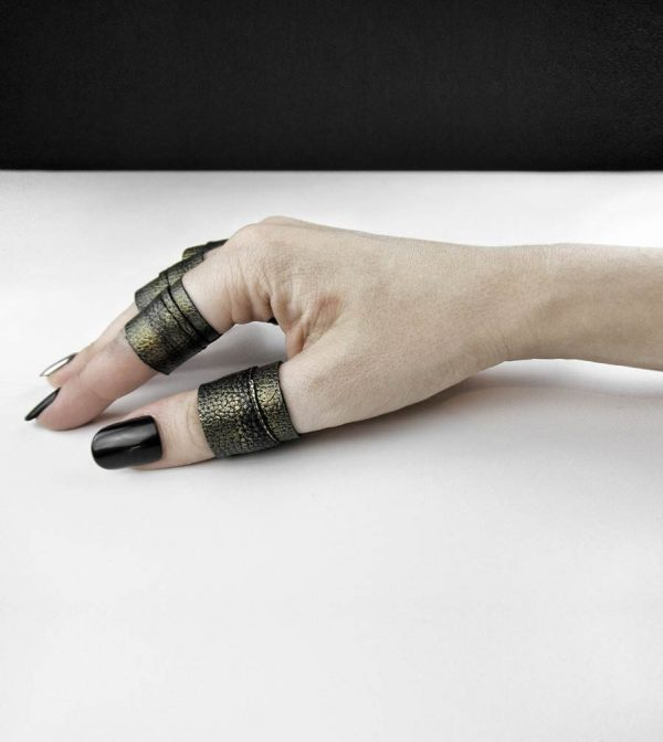 dark-patina-unisex-hand-painted-texture-matte-old-gold-rings